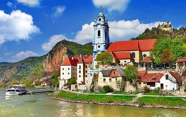 Plavba lodí údolím Dunaje (soutěska Wachau) - Bontour