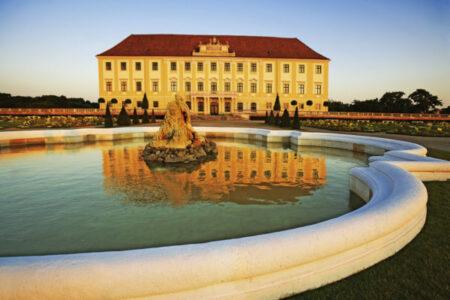 Bontour - zámek Hof