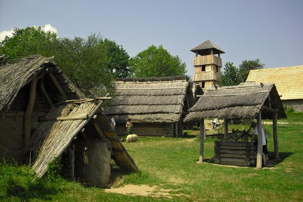 Archeoskanzen Modrá - Bontour