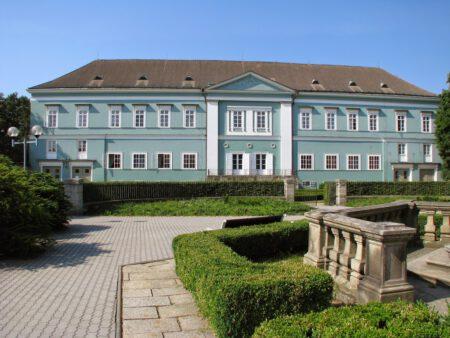 Zámek Dačice - Bontour