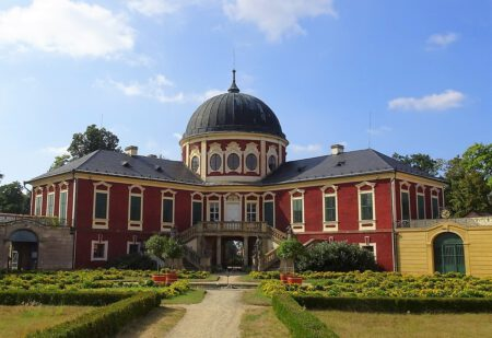 Zámek Veltrusy - Bontour